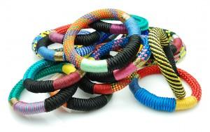 Kleurrijke-sieraden-armbanden